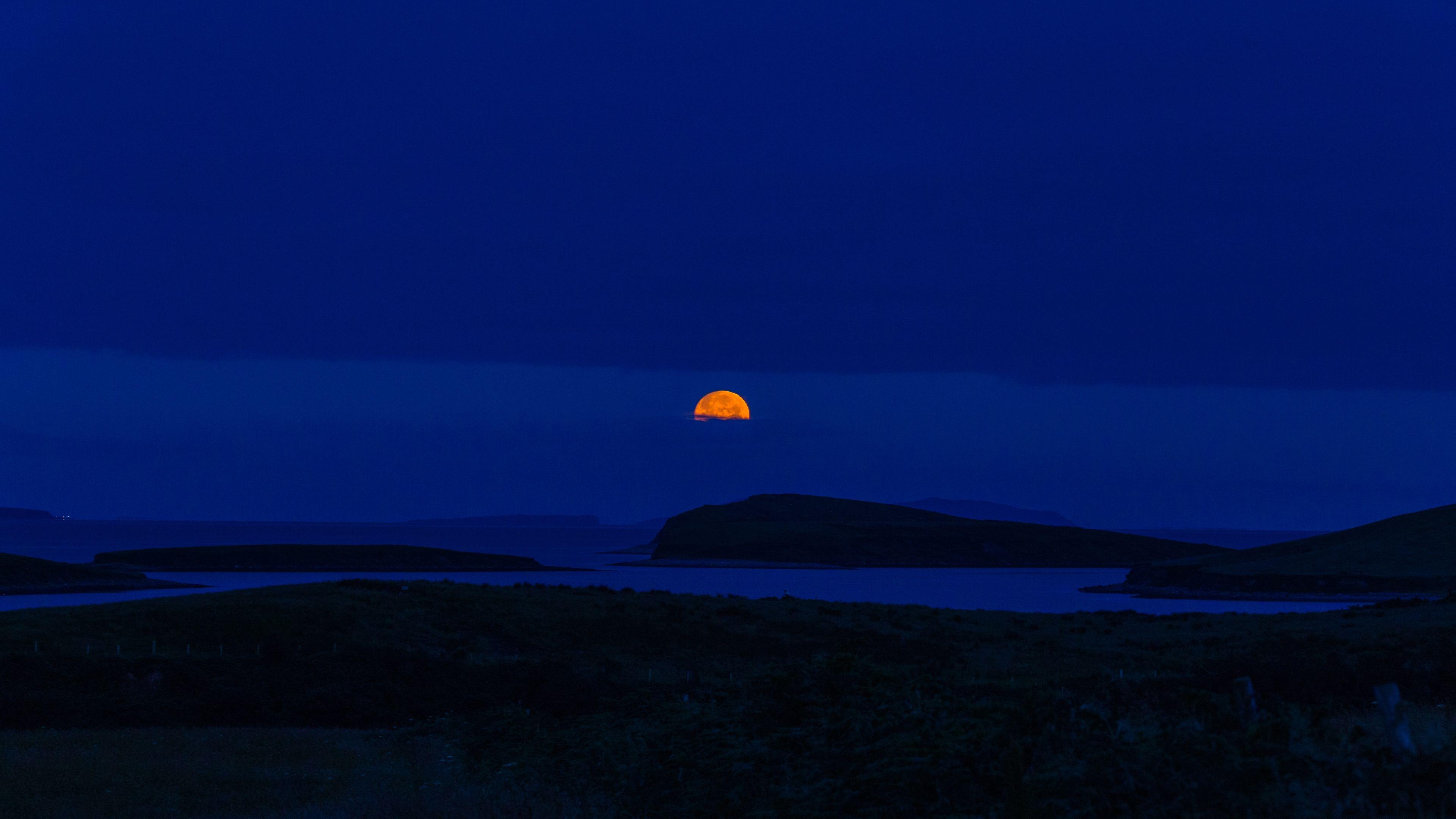 Ảnh trời đêm background mặt trăng lấp ló