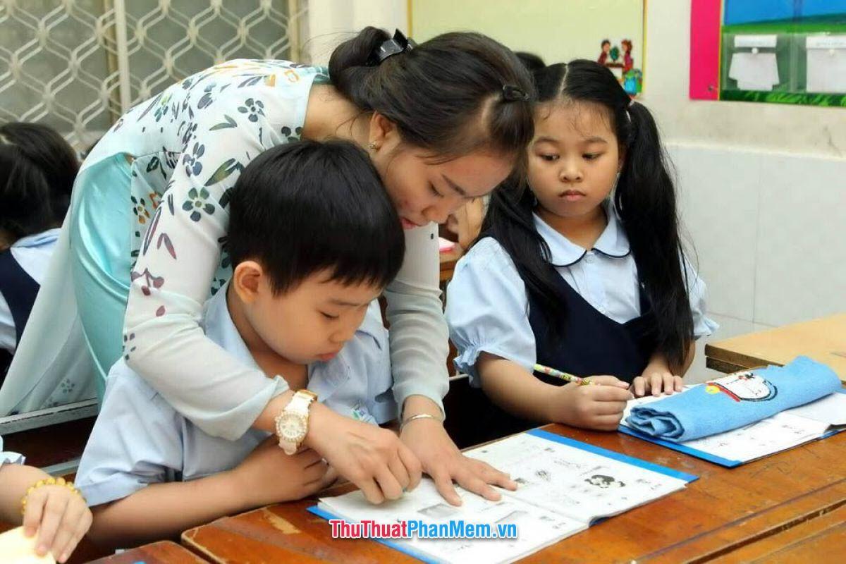 Em chúc cô giáo luôn mạnh khỏe, trẻ trung, vui tính, luôn luôn giữ vững niềm tin và ngày càng nâng cao sự dũng cảm trước những đứa học trò nghịch như quỷ sứ bọn em