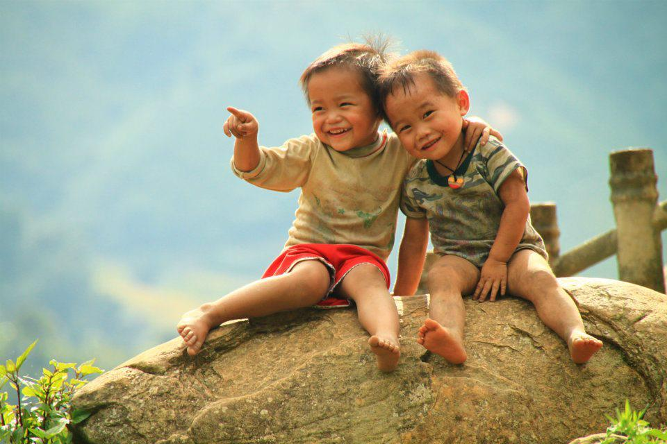 Hình ảnh về tình bạn tuổi ấu thơ đẹp