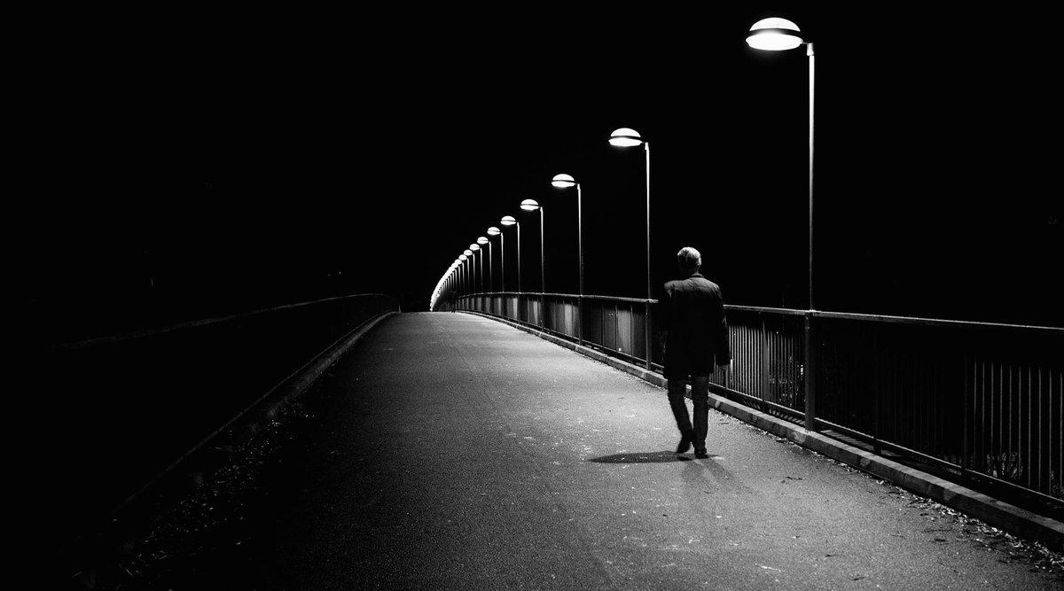Hình ảnh cô đơn tuyệt vọng