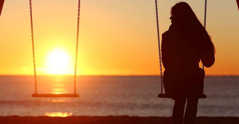 Hình ảnh con gái cô đơn tuyệt vọng