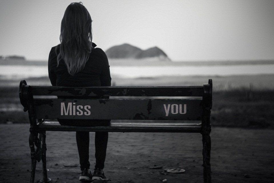 Hình ảnh con gái tuyệt vọng trong tình yêu