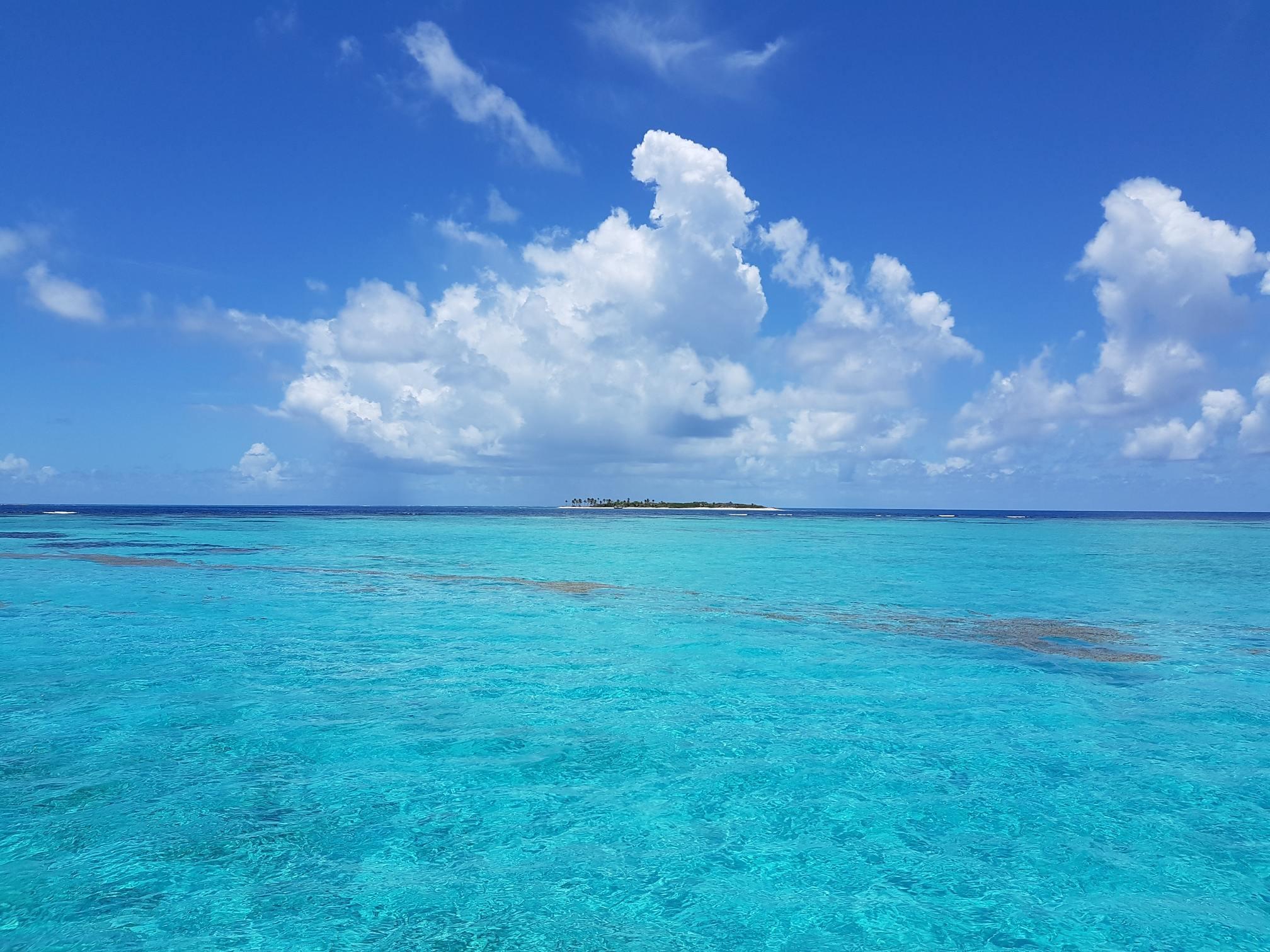 Hình ảnh bầu trời xanh trong và biển