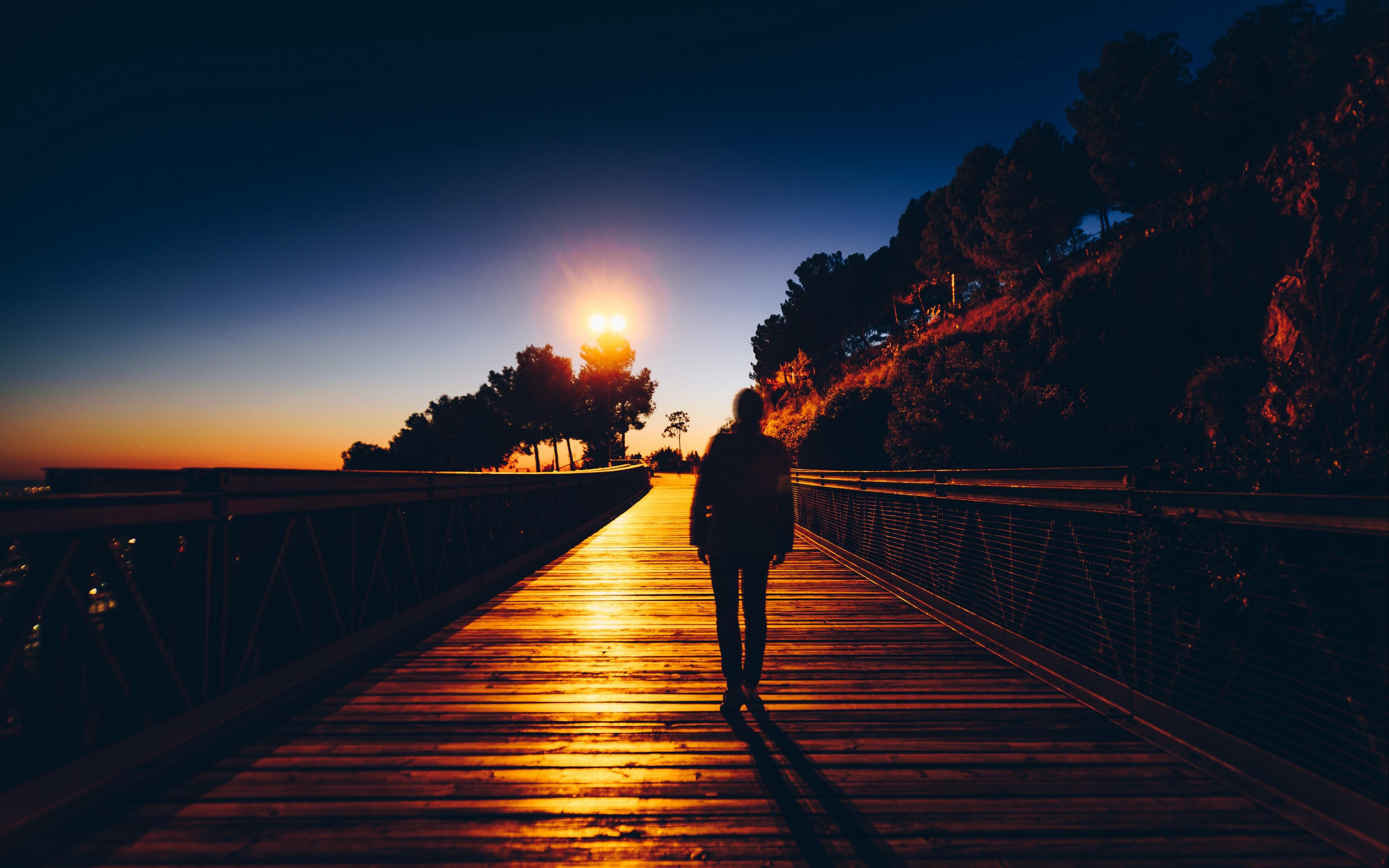 Hình nền buồn những tối đi về đơn độc