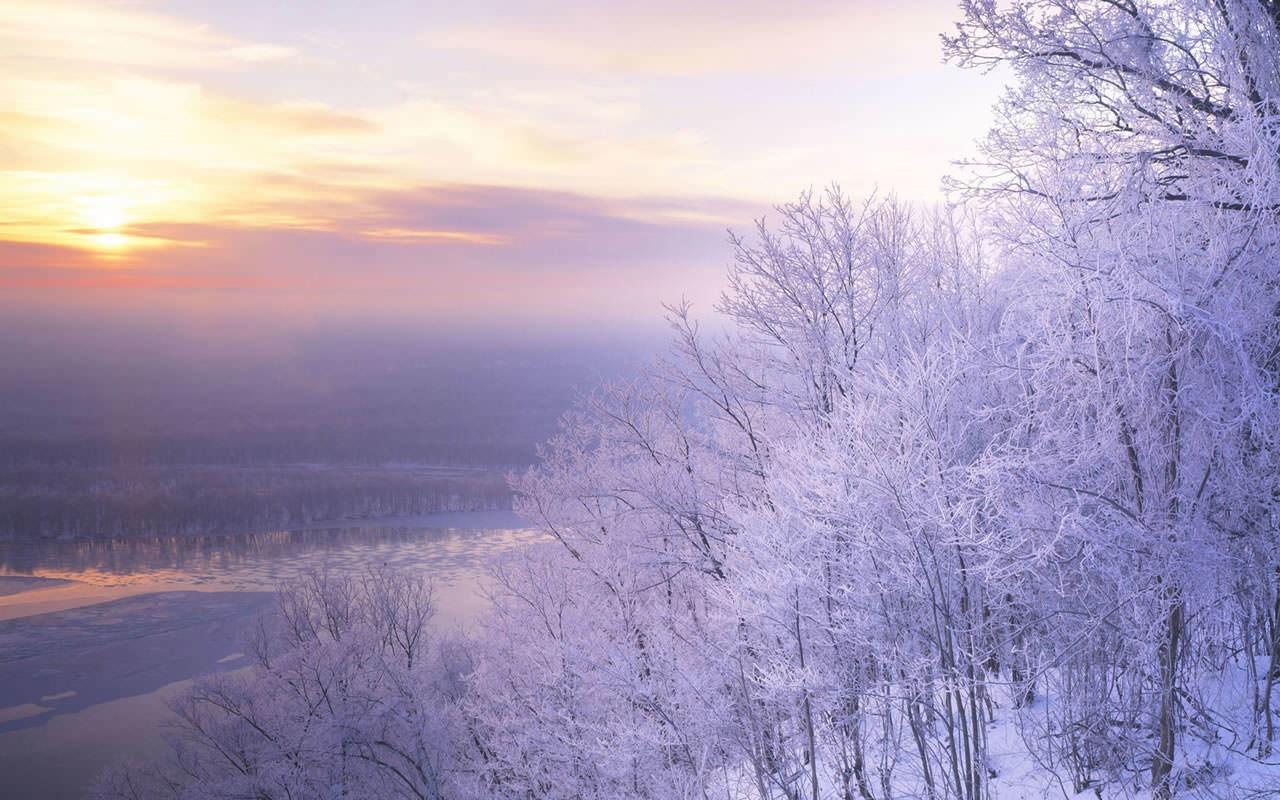 Hình ảnh cả trời đất tuyết rơi ánh tím cực đẹp