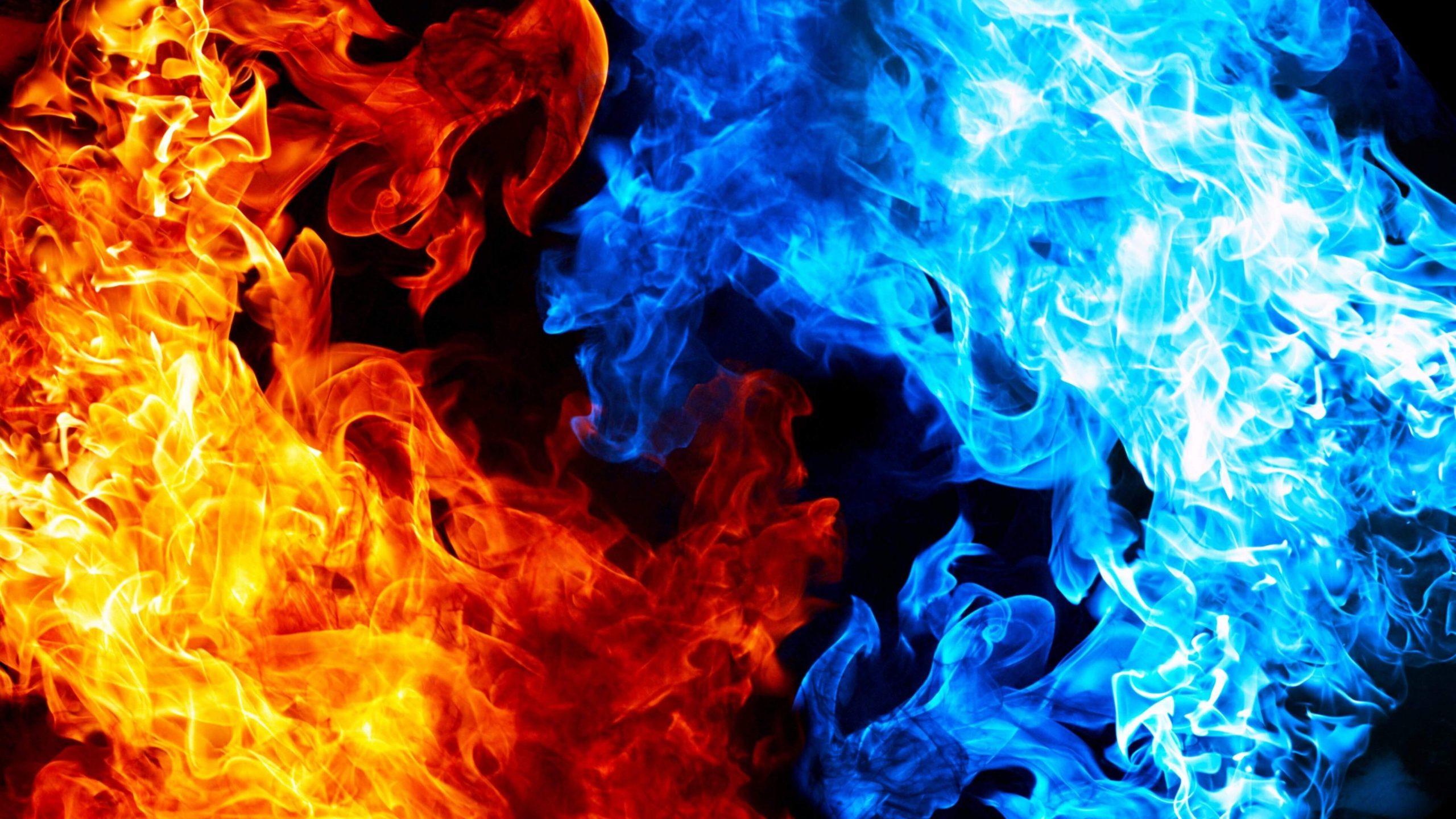 Hình ảnh hai ngọn lửa vàng xanh