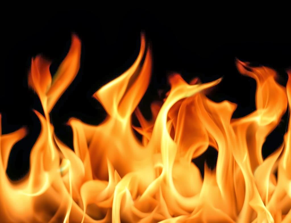 Hình ảnh lửa nền đen rất đẹp
