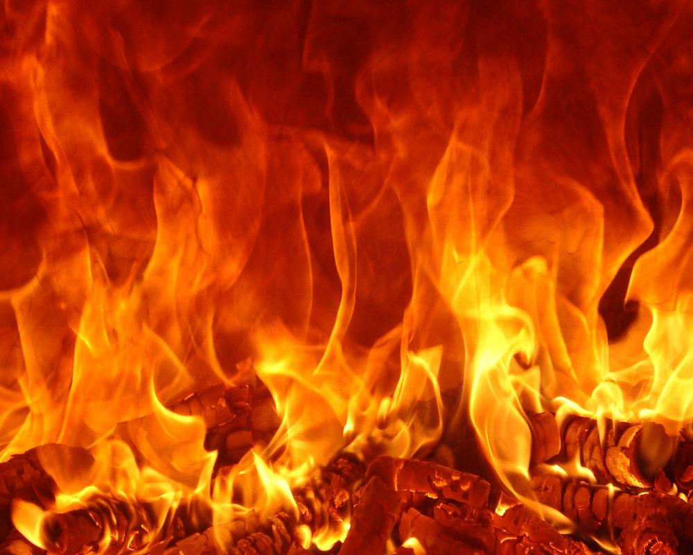 Hình ảnh lửa trại cháy rất đẹp