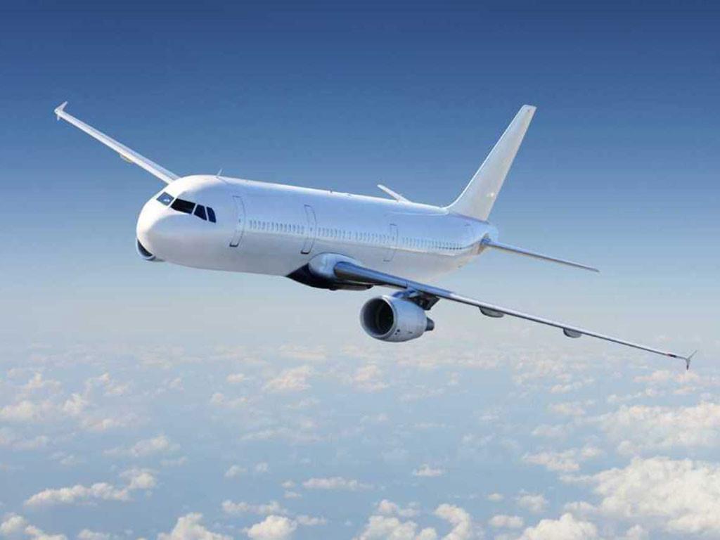 Hình ảnh máy bay bay nghiêng