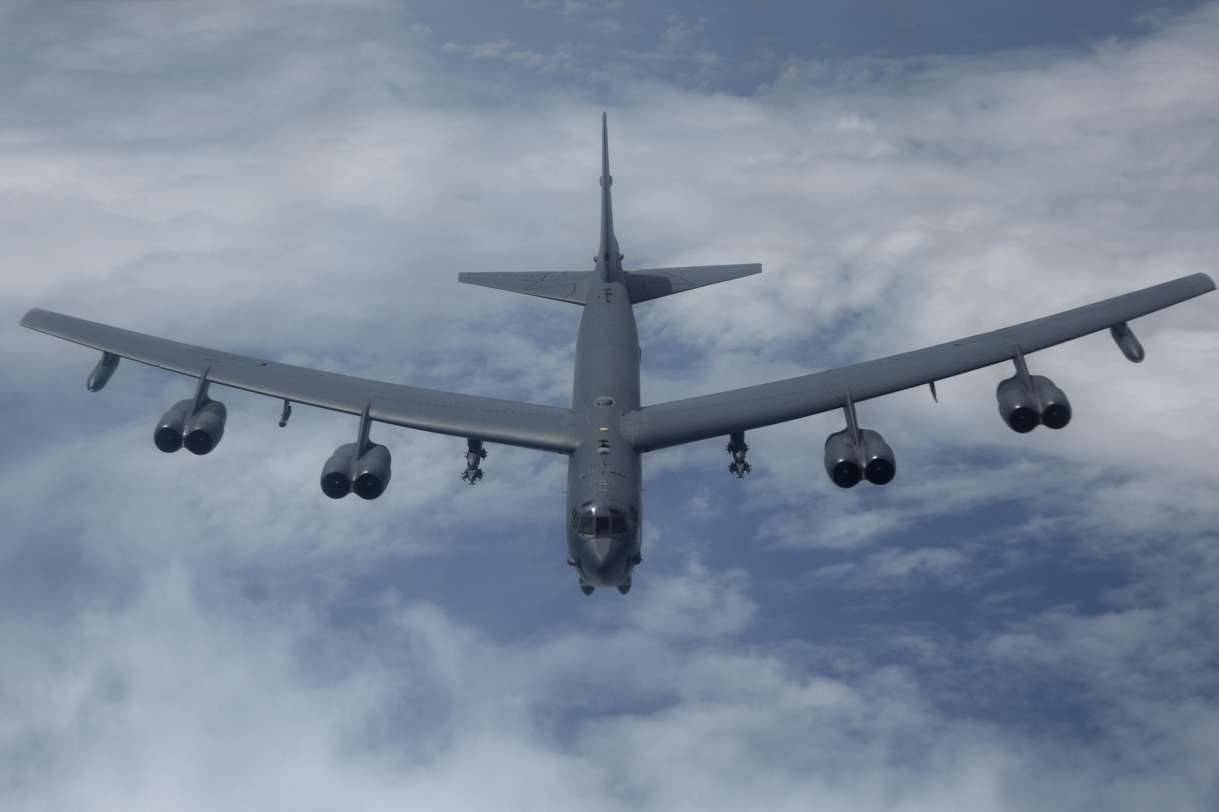 Hình ảnh máy bay cánh dài