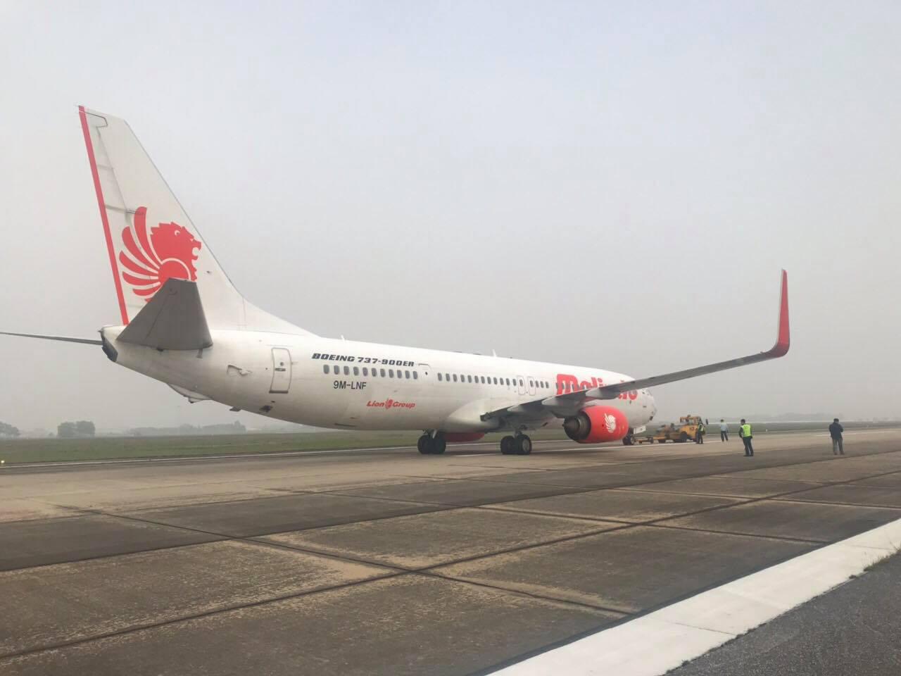 Hình ảnh máy bay đỗ ở sân bay