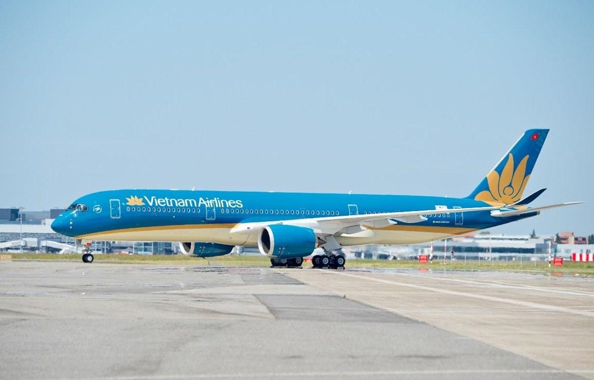 Hình ảnh máy bay dưới nắng