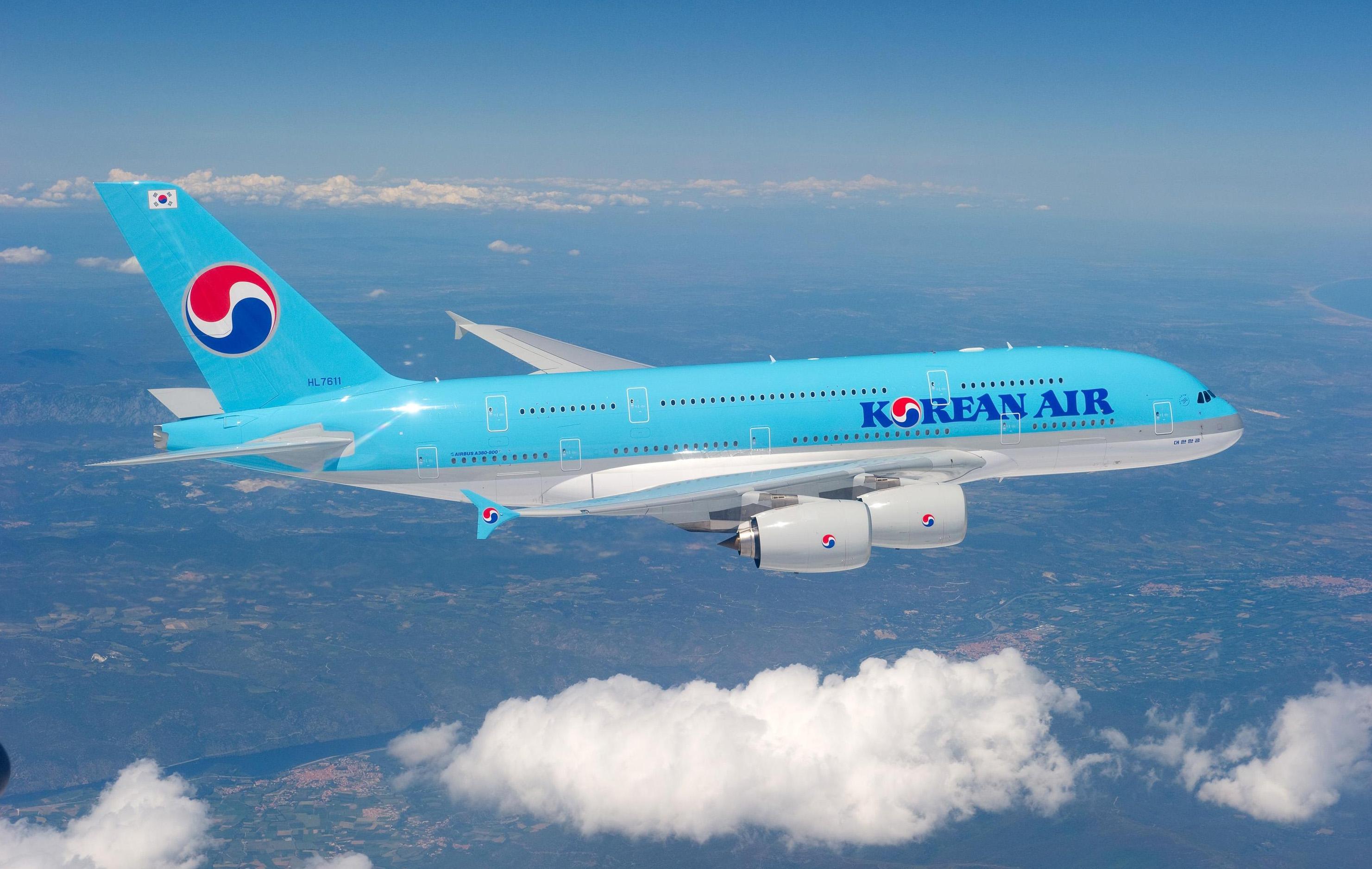 Hình ảnh máy bay màu xanh da trời nhạt