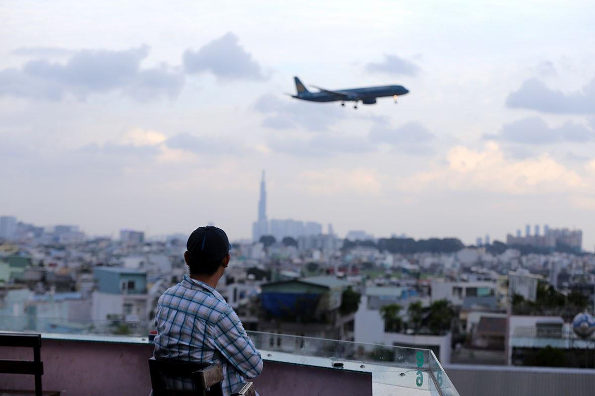 Hình ảnh máy bay qua khu dân cư