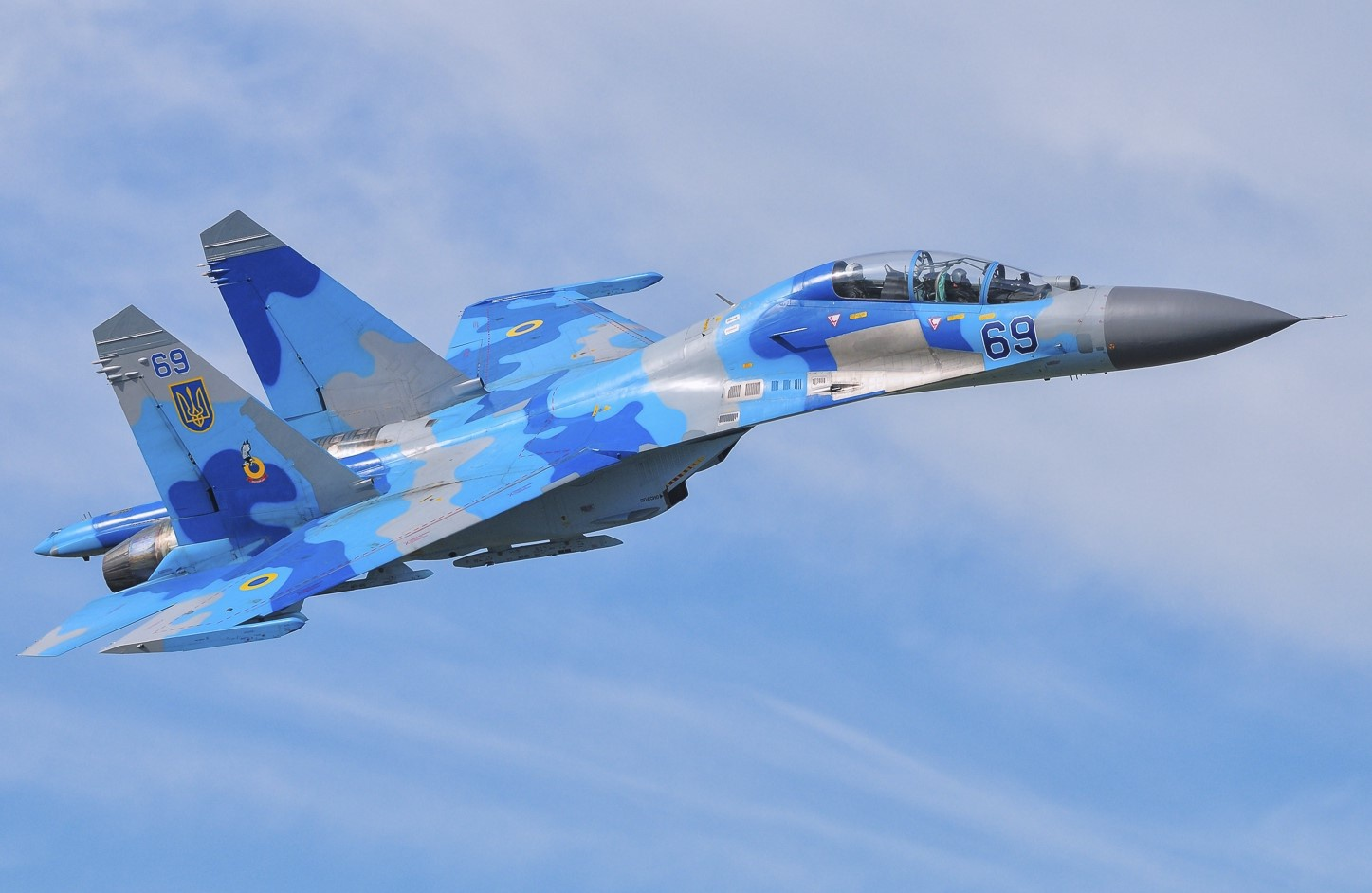 Hình ảnh máy bay tiêm kích xanh