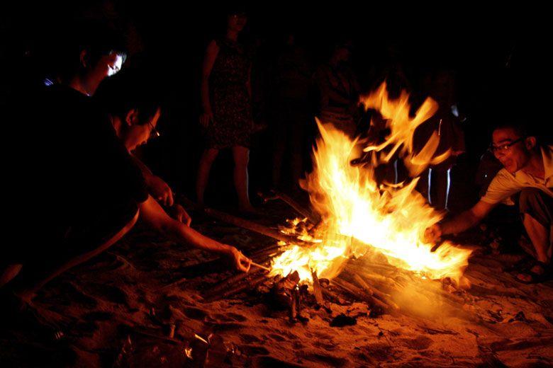 Hình ảnh ngọn lửa bờ biển