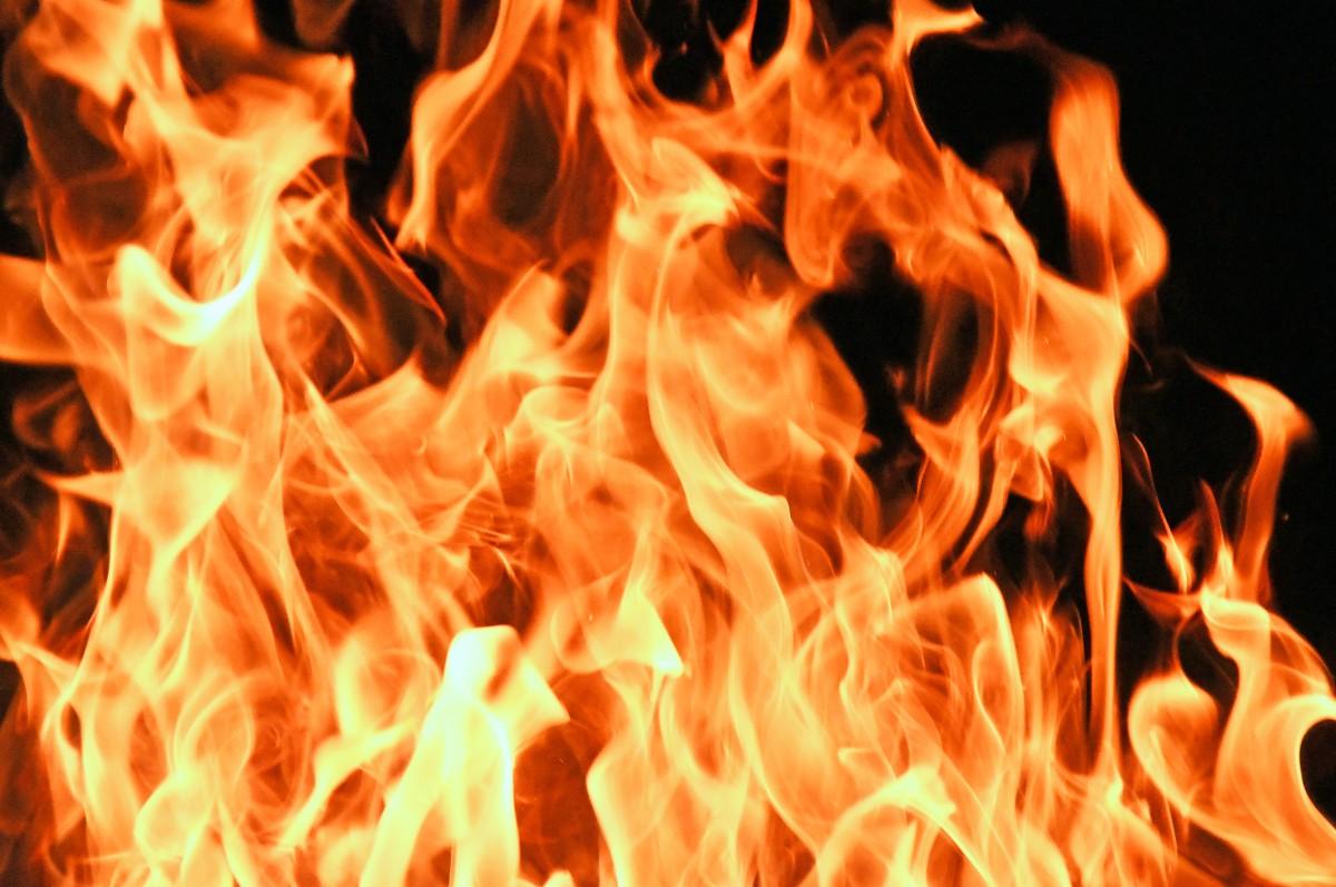 Hình ảnh ngọn lửa bùng cháy rất đẹp