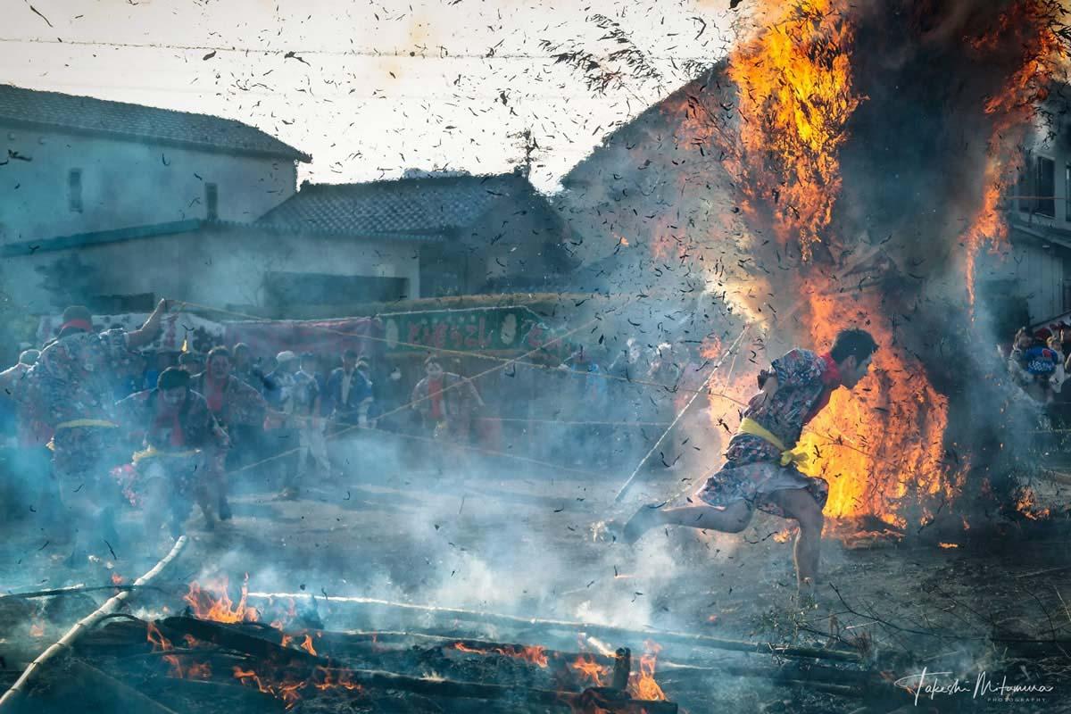 Hình ảnh ngọn lửa bùng cháy rực rỡ
