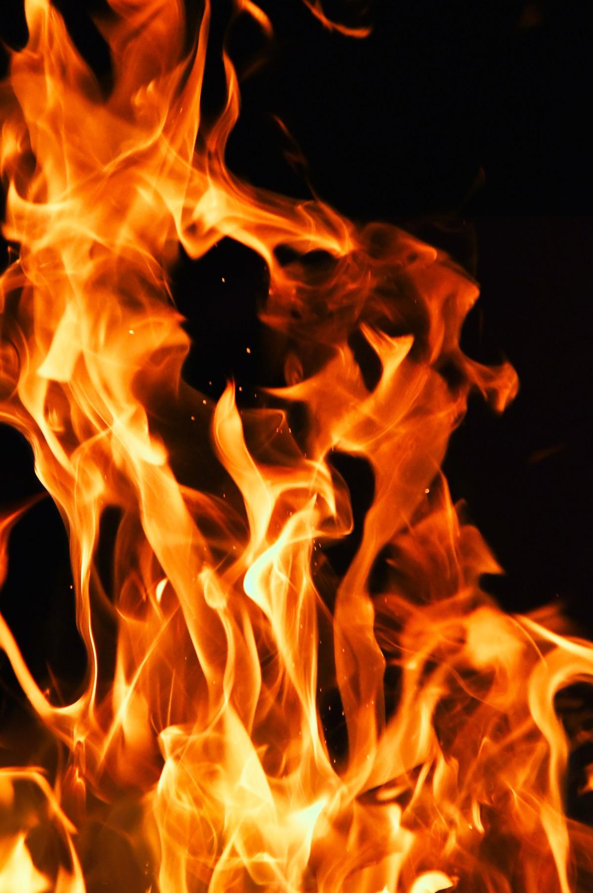 Hình ảnh ngọn lửa bùng cháy thật đẹp