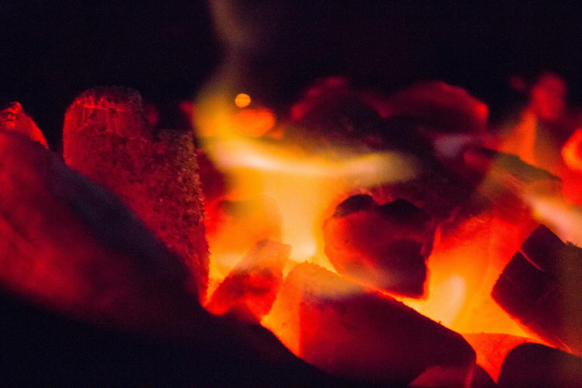 Hình ảnh ngọn lửa hồng bập bùng