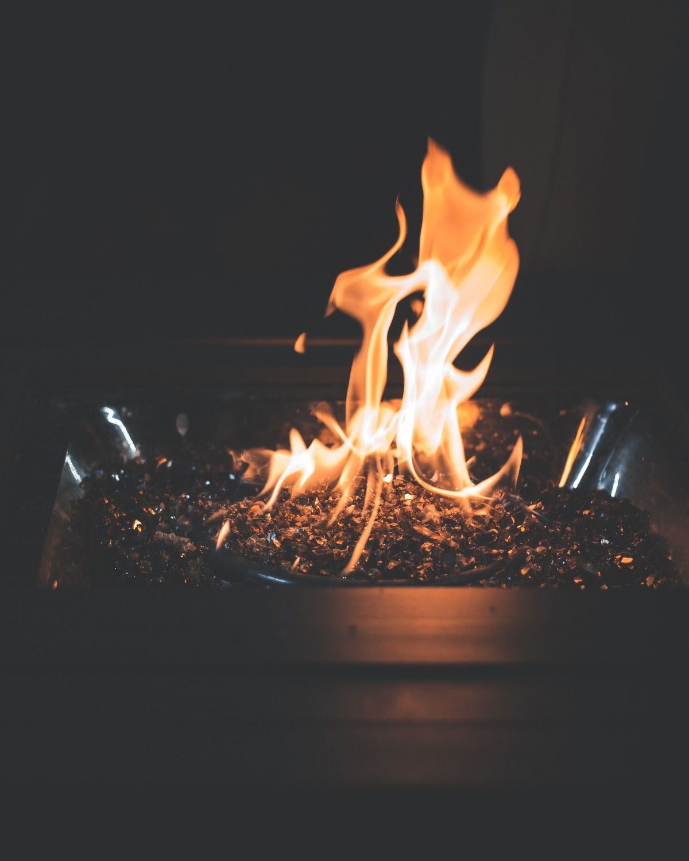 Hình ảnh ngọn lửa nhỏ bập bùng
