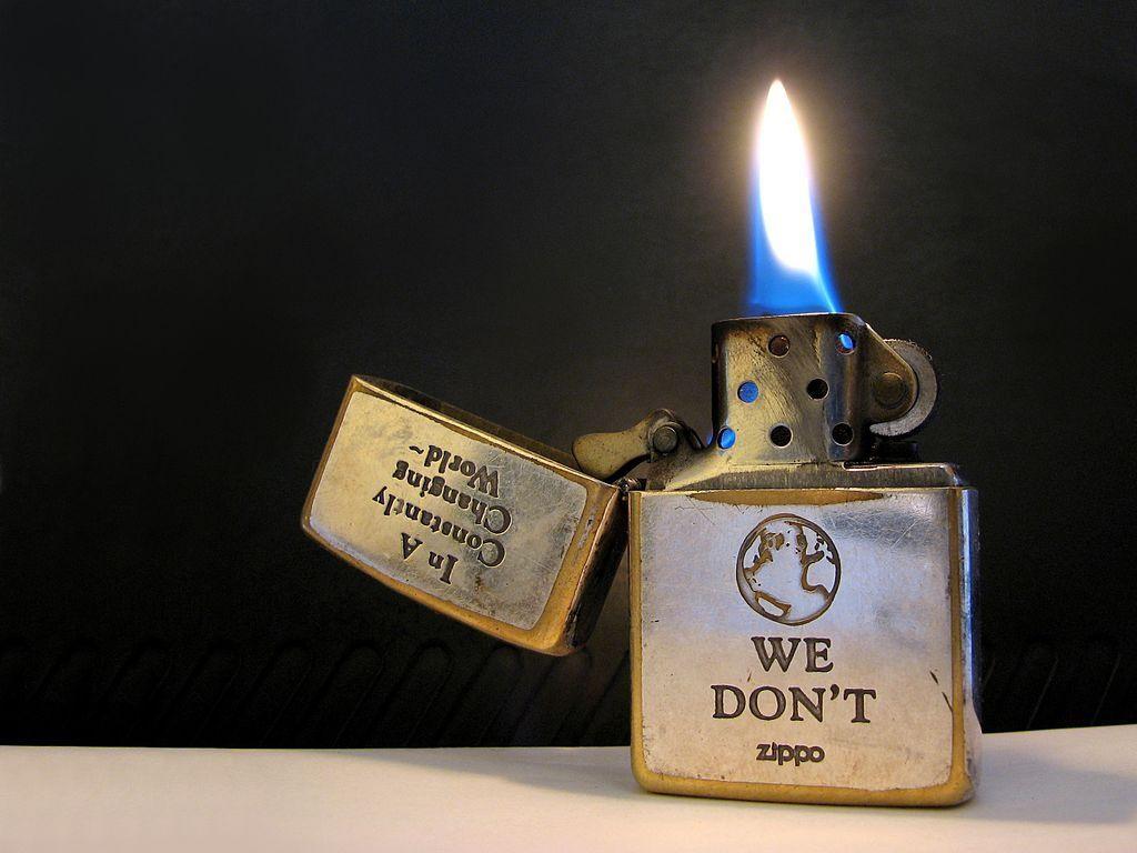 Hình ảnh ngọn lửa trên bật lửa zippo We dont