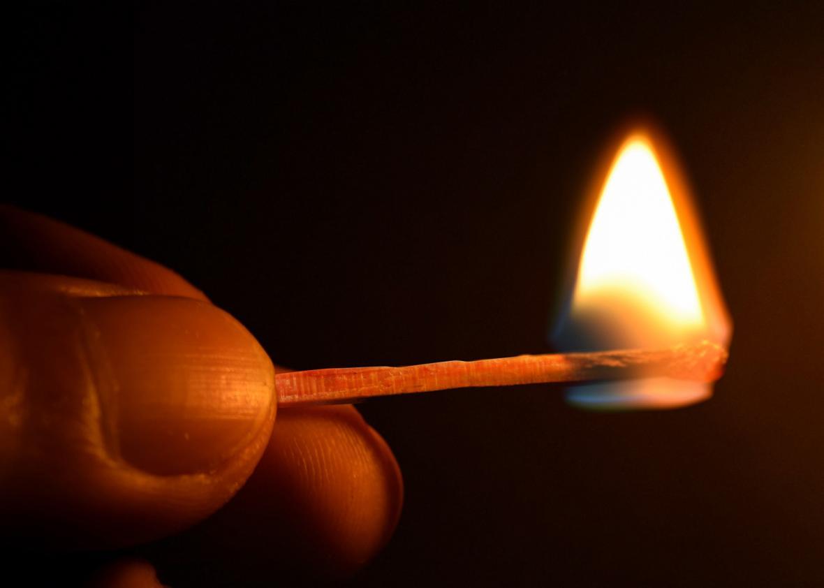 Hình ảnh ngọn lửa trên que diêm cực đẹp