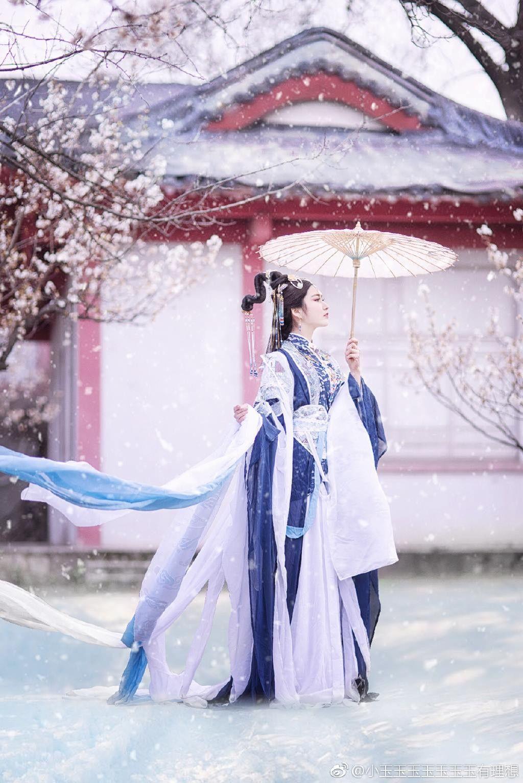 Hình ảnh người đẹp cổ trang trong ngày tuyết rơi