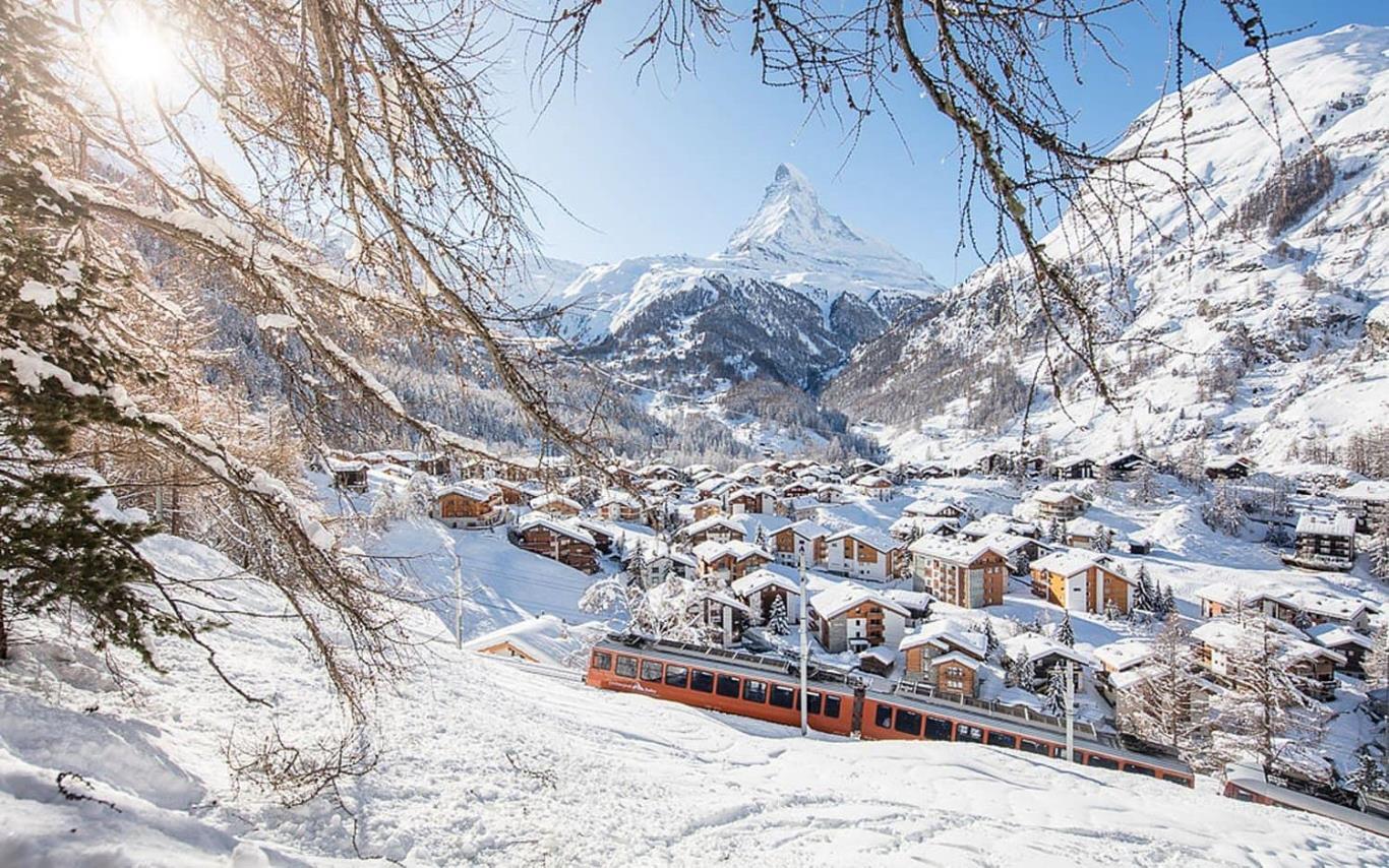 Hình ảnh thị trấn phủ tuyết rơi rất đẹp