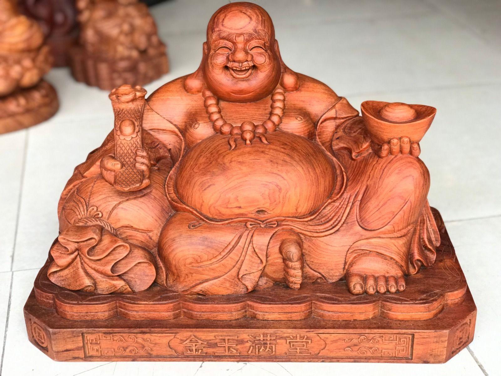 Hình ảnh tượng Phật Di Lặc gỗ