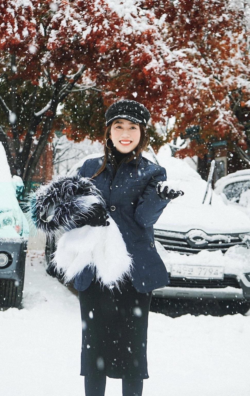 Hình ảnh tuyết rơi phủ kín xe cực đẹp
