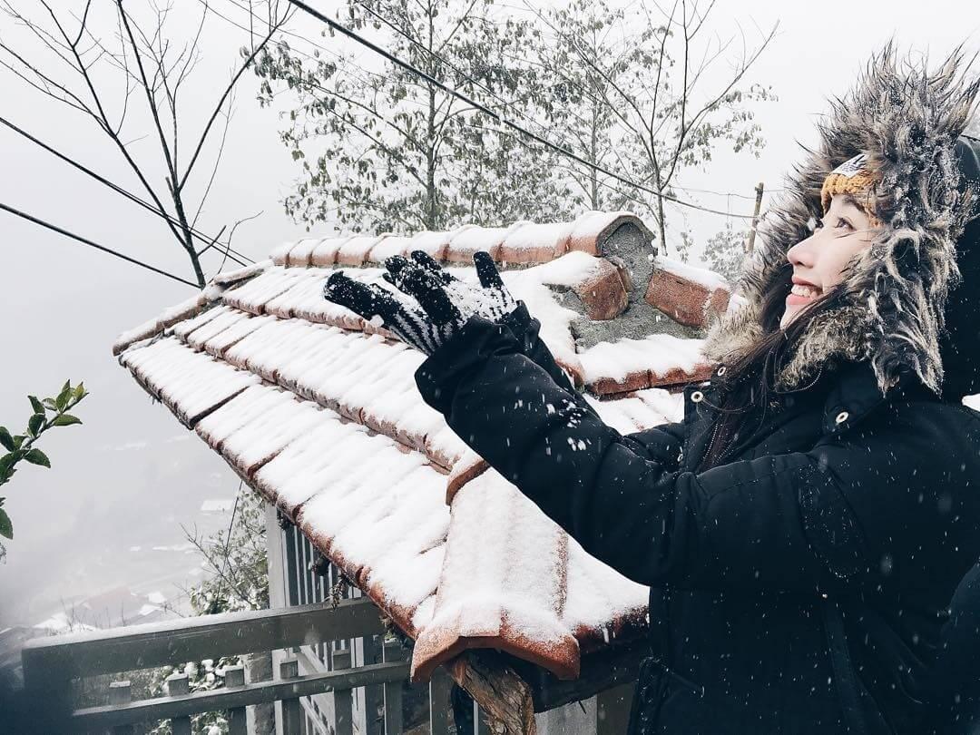 Hình ảnh tuyết rơi phủ mái ngói cực đẹp