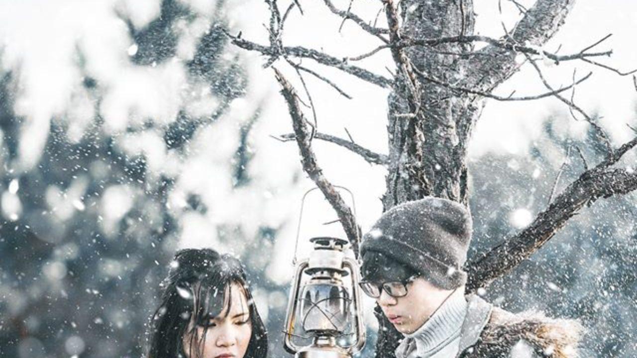 Hình ảnh tuyết rơi và đôi nam nữ