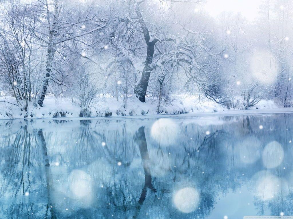 Hình ảnh tuyết rơi và mặt hồ đóng băng