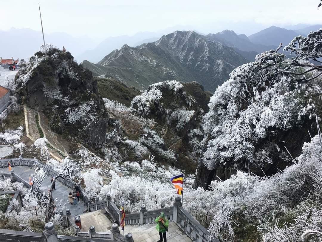 Hình ảnh tuyết rơi vùng núi