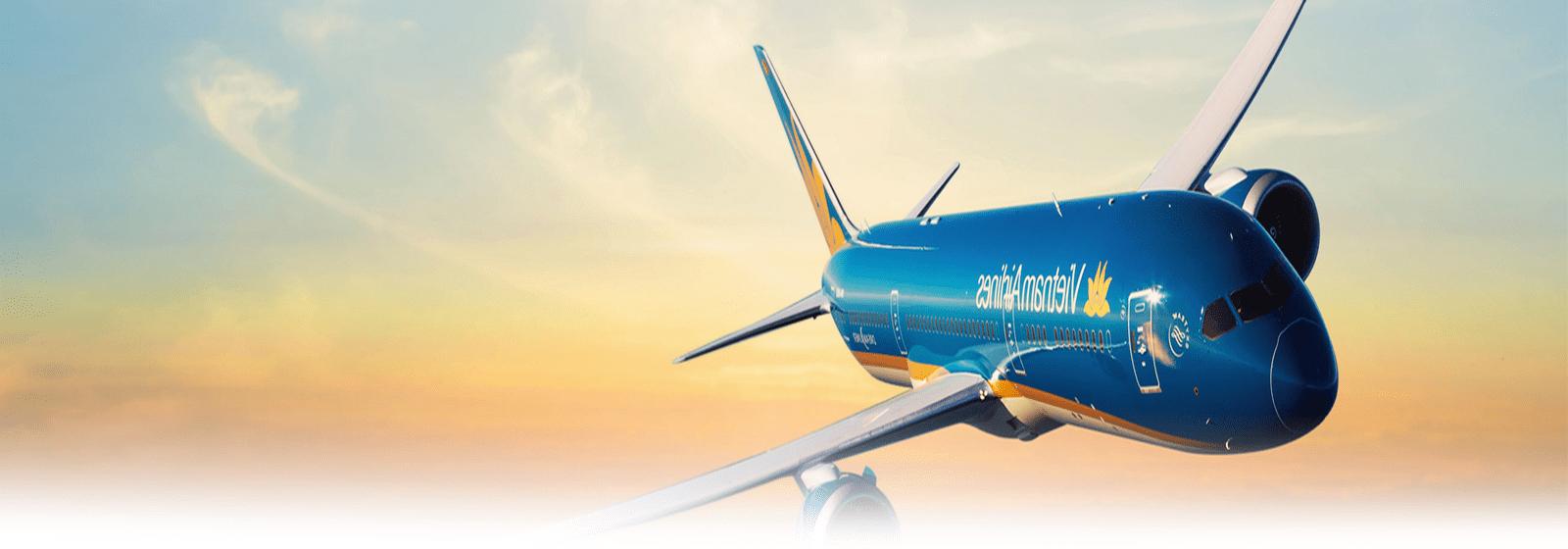 Máy bay xanh đang bay
