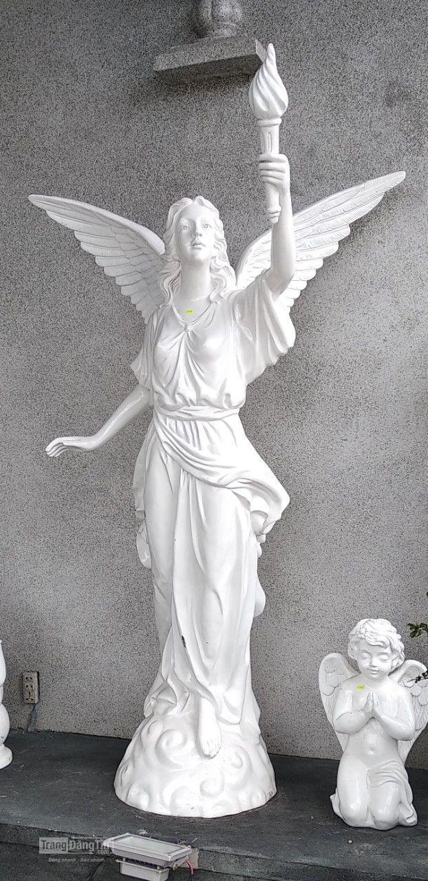 Tượng nữ thiên thần cầm đuốc
