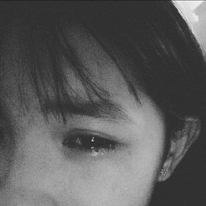 Ảnh con gái rơi nước mắt
