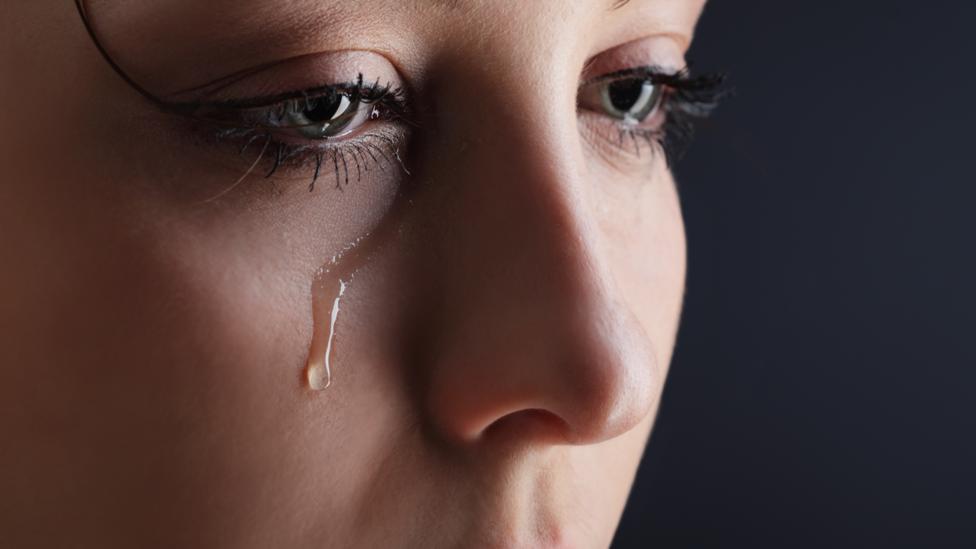 Ảnh khóc hạt nước mắt thành dòng