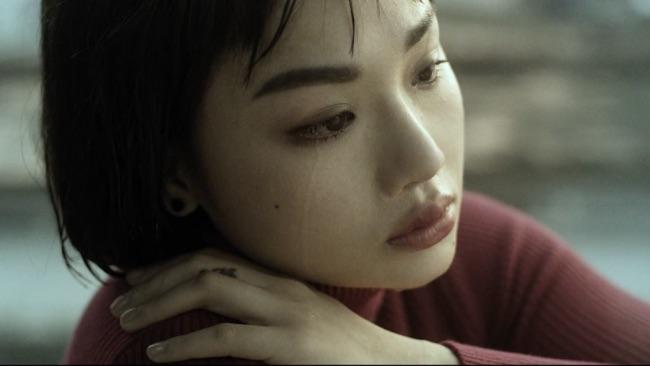 Ảnh Miu Lê khóc buồn