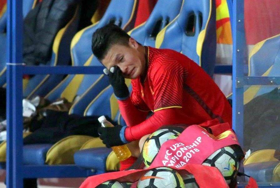 Ảnh Quang Hải khóc