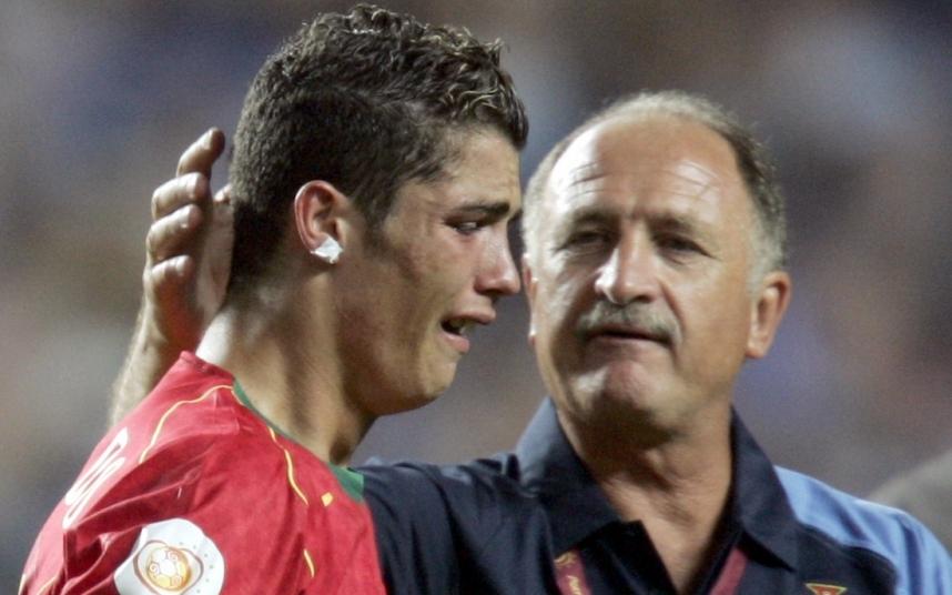 Ảnh Ronaldo khóc
