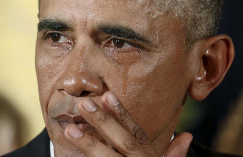 Ảnh tổng thống Obama khóc