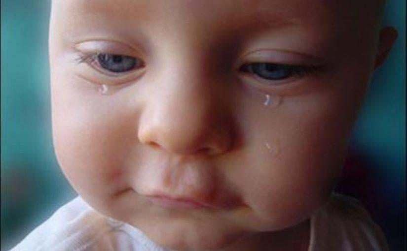 Ảnh trẻ con khóc nhè đáng yêu