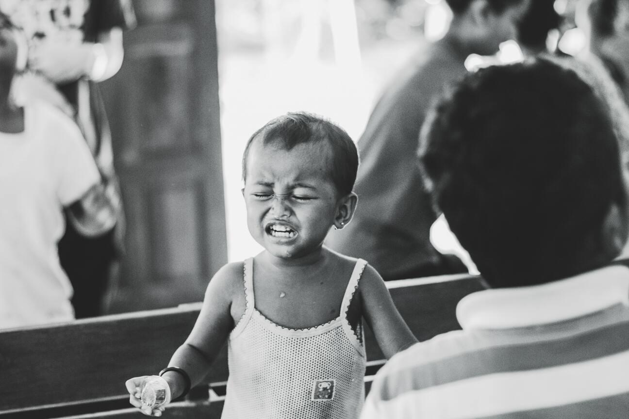 Ảnh trẻ con khóc nhè