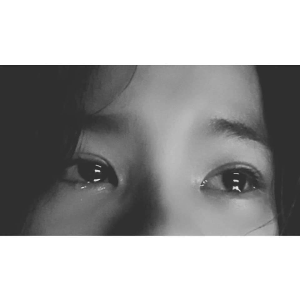 Hình ảnh khóc chảy nước mắt