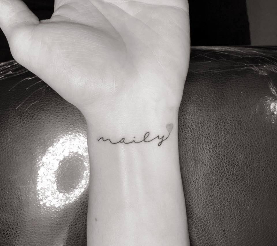 Hình xăm mini chữ Maily cực xinh