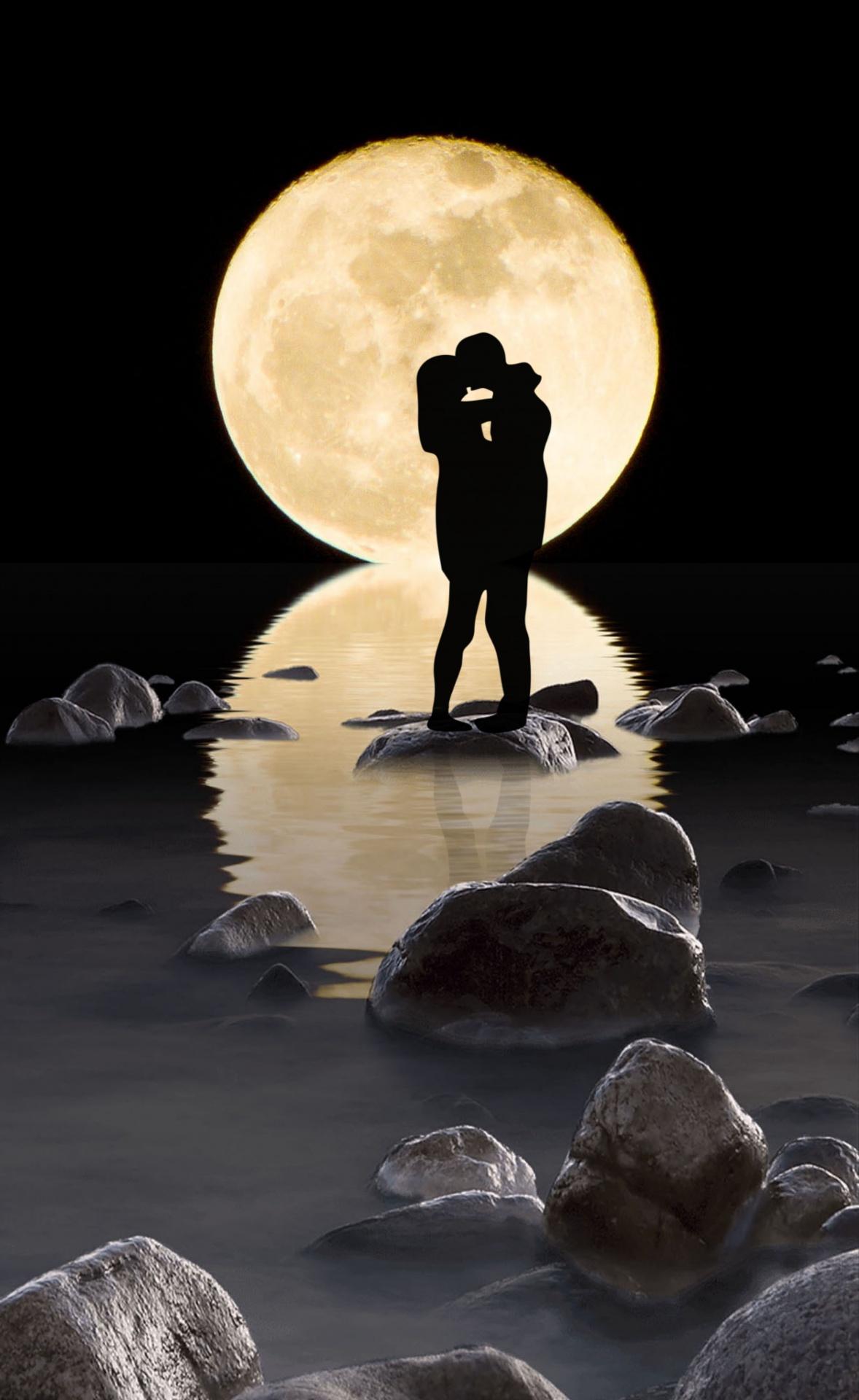 Hình ảnh lãng mạn dưới ánh trăng