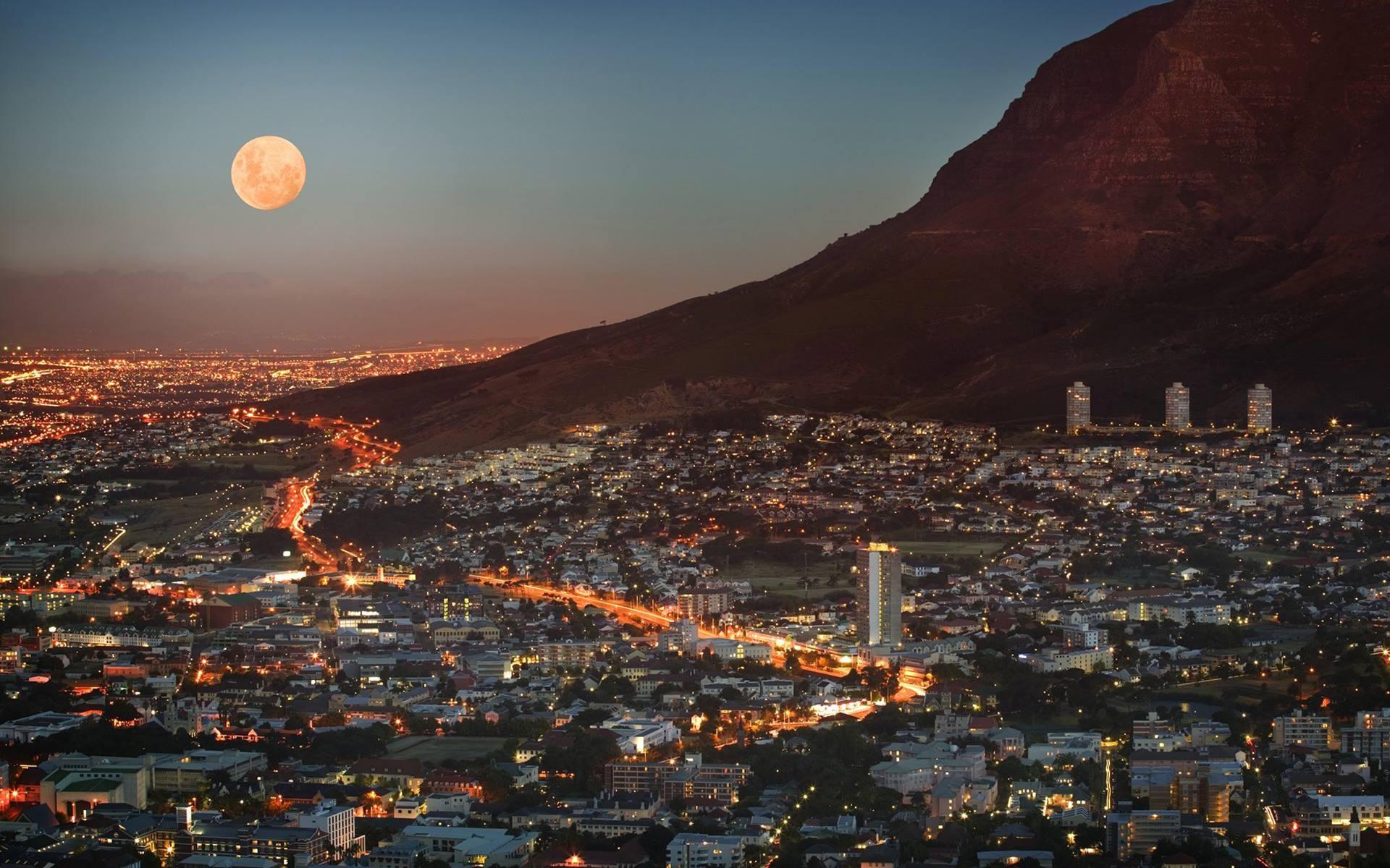 Mặt trăng nơi thành phố