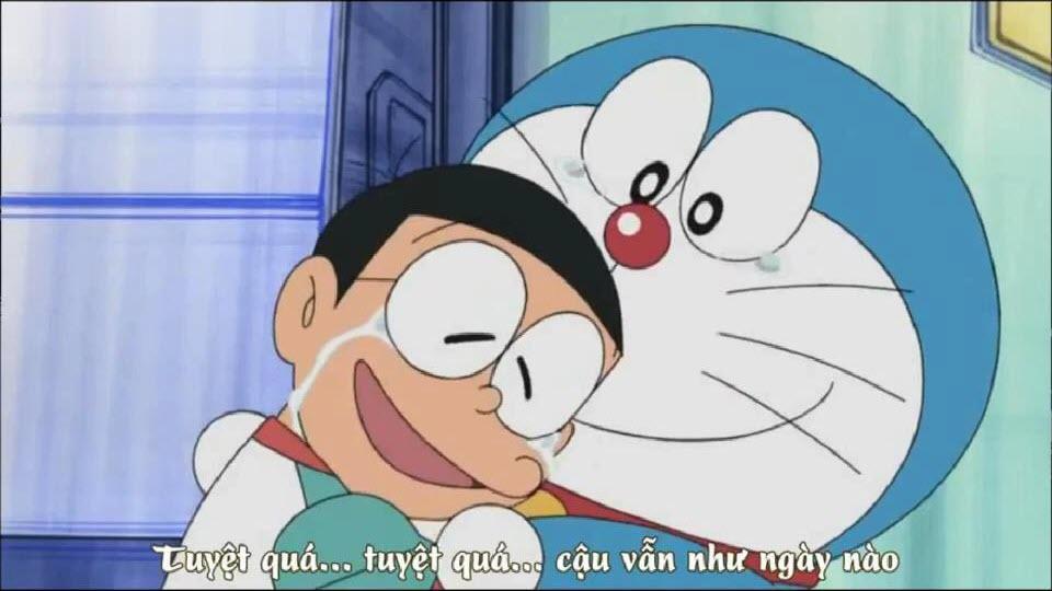 Nobita khóc ôm Doraemon
